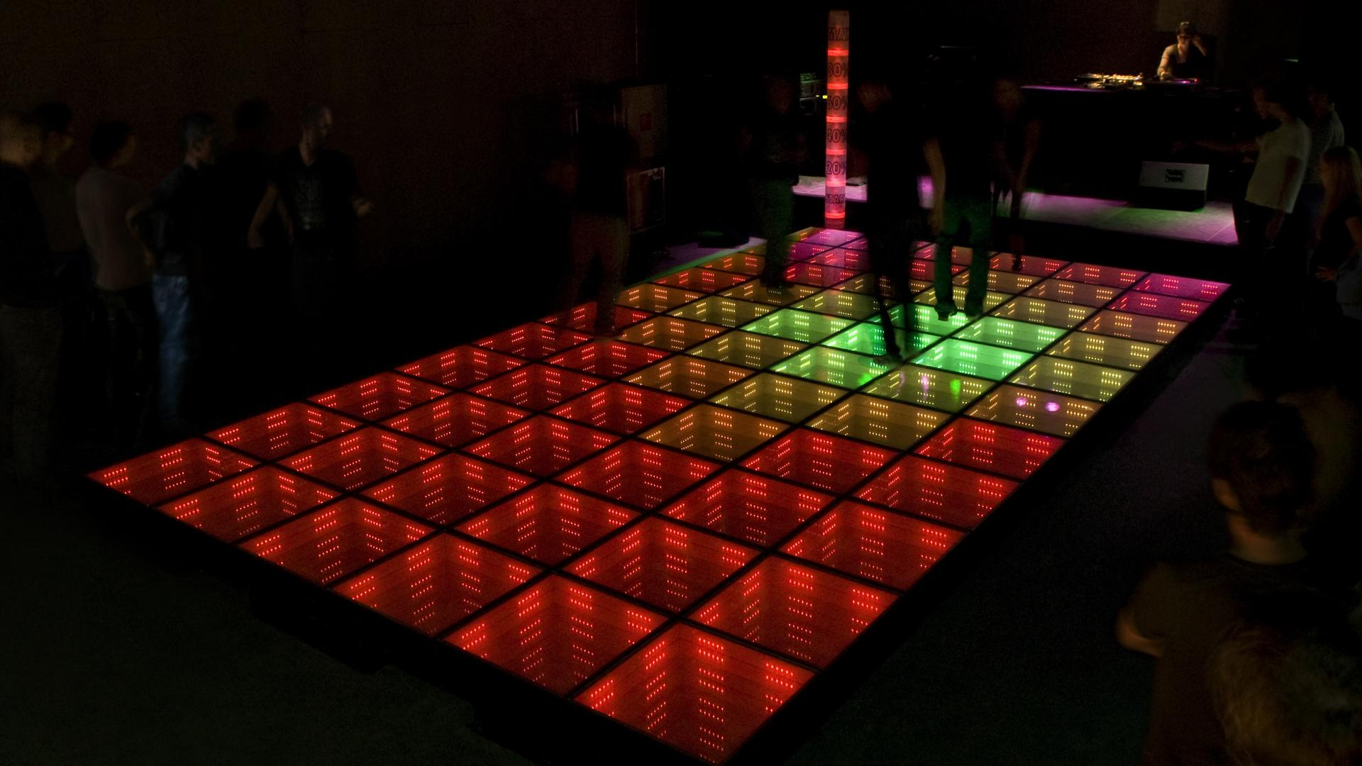 Daan Roosegaarde turned a dancefloor into a power plant...
