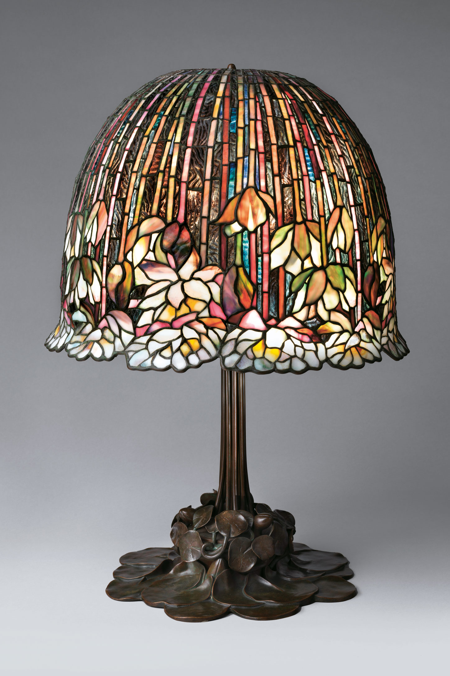 You instantly spot the Tiffany lamp (p.26, fig. 2), because you've always loved Tiffany glass. The glass is designed with colours flowers. From Art =