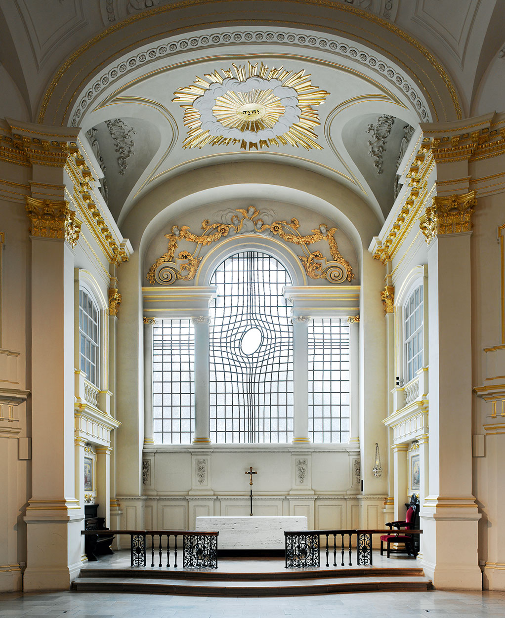 Shirazeh Houshiary and Pip Horne, East Window and Altar, 2011, St. Martin-in-the-Fields, Trafalgar Square, London WC2N 4JJ, England. Photograph by Marc Gascoigne