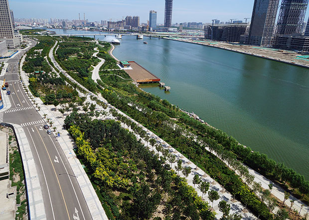 George Hargreaves, Hargreaves Associates, San Francisco, CA, USA: Haihe Riverfront – Ribbon Park, Tanggu District, Tianjin Municipality, China (2013)