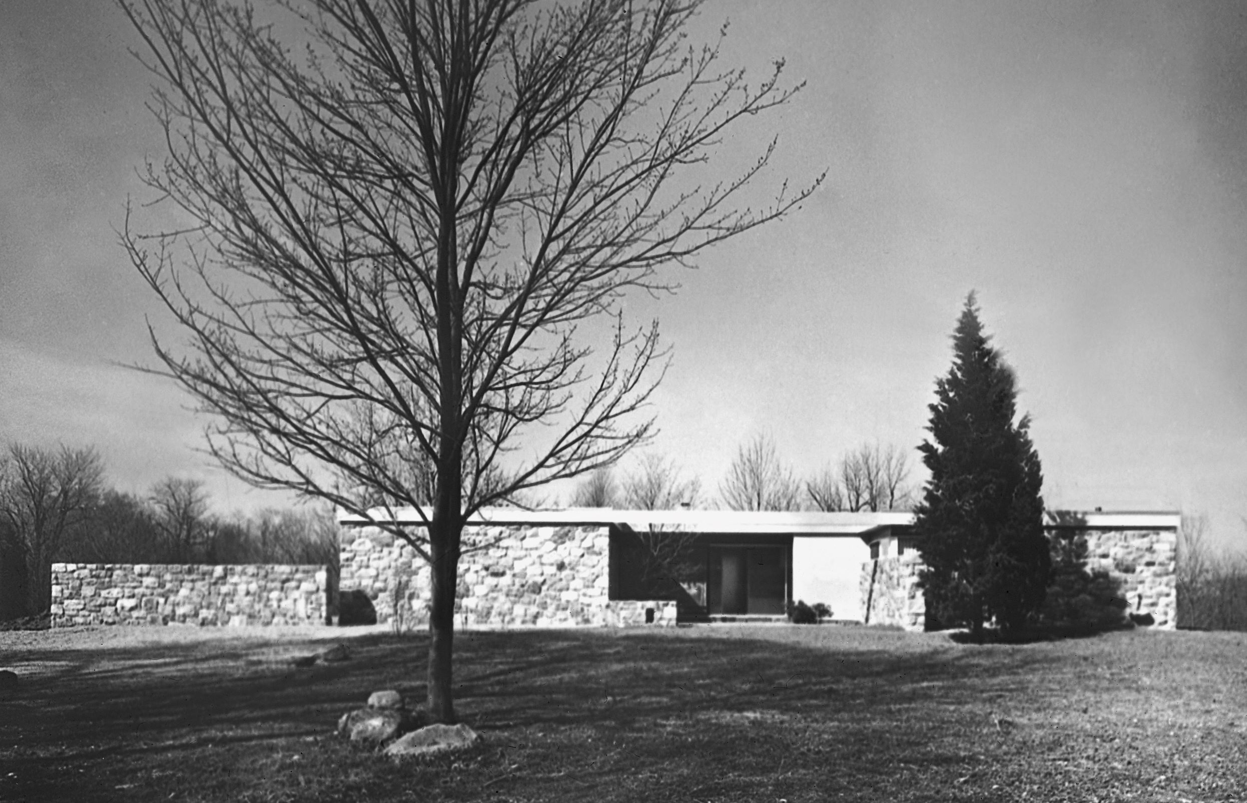 Breuer House II, Marcel Breuer, New Canaan, Connecticut (US), 1951.  Ben Schnall / Marcel Breuer Papers, Syracuse University Library and Marcel Breuer Papers, Syracuse University Library