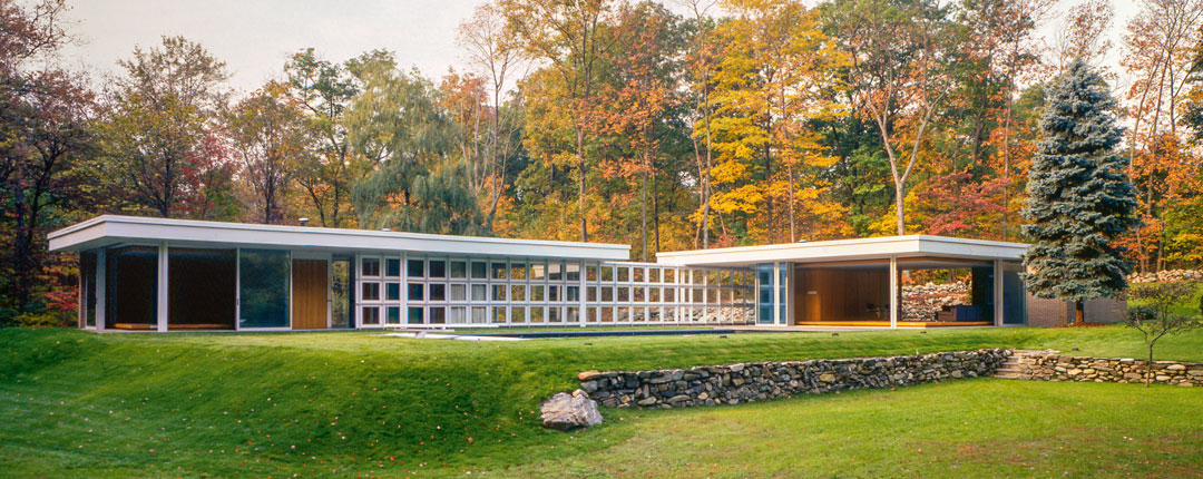 Morris Greenwald House, Ludwig Mies van der Rohe, Weston, Connecticut, (US), 1955. GLUCK+ Architecture / © DACS 2019
