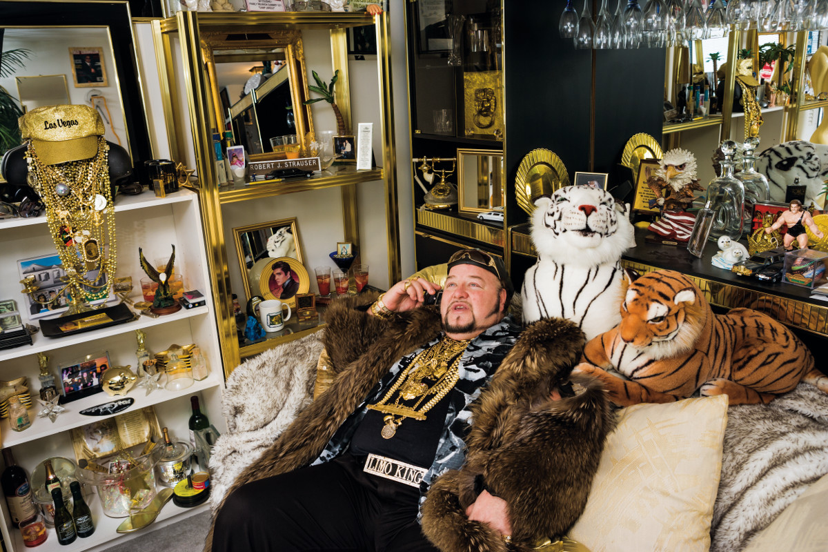 Limo Bob in his office, Chicago, 2008. Bob owns a 100-foot limo that made the Guinness Book of World Records for being the world's longest limousine. Photograph and text © Lauren Greenfield/INSTITUTE