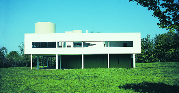 Les Heures Claires, the Villa Savoye, Poissy, France, 1928–29. View across the meadow to the southwest facade, showing the colour scheme as it was in 1984