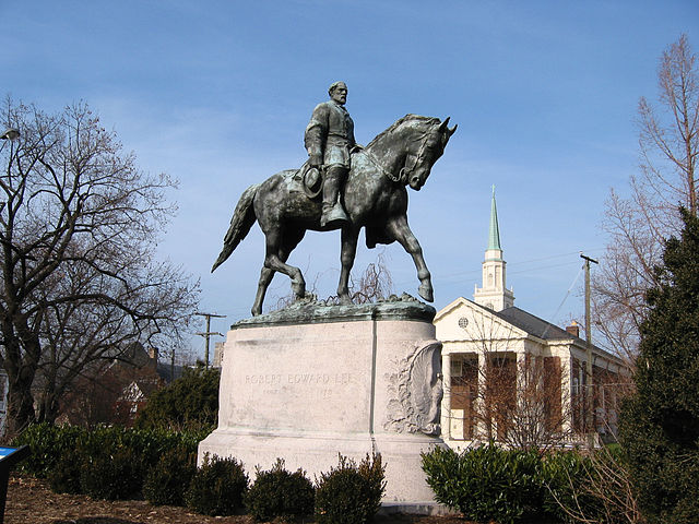 Robert Edward Lee Sculpture, Charlottesville. Image by Cville Dog, courtesy of Wikimedia Commons