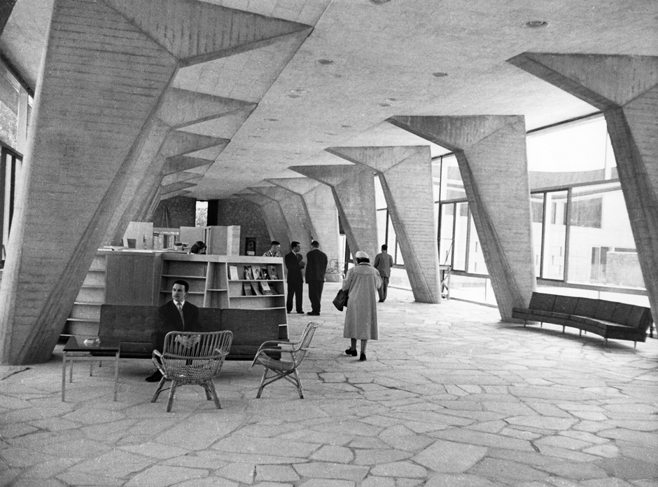 Marcel Breuer's UNESCO Headquarters, Paris, France, 1952–8; lobby and promenade of Secretariat. Picture credit: Fonds Zehrfuss. Académie d'architecture / Cité de l'architecture et du patrimoine/Archives d'architecture du XXe