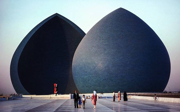 Al-Shaheed Monument, Baghdad, Iraq - Steve McCurry