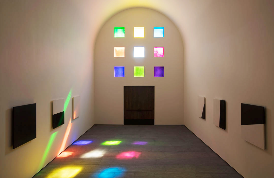 Ellsworth Kelly, Austin, 2015 (Interior, facing south) Artist-designed building with installation of colored glass windows, marble panels, and redwood totem 60 ft. x 73 ft. x 26 ft. 4 in. ©Ellsworth Kelly Foundation Photo courtesy Blanton Museum of Art, The University of Texas at Austin