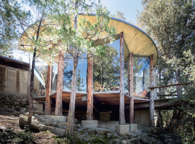 John Lautner's Pearlman Cabin. Photograph by Darren Bradley. As reproduced in Mid-Century Modern Architecture Travel Guide: West Coast USA