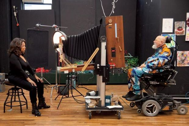 Chuck Close shoots Oprah Winfrey for Vanity Fair. Photography by Myrna Suarez for Vanity Fair.