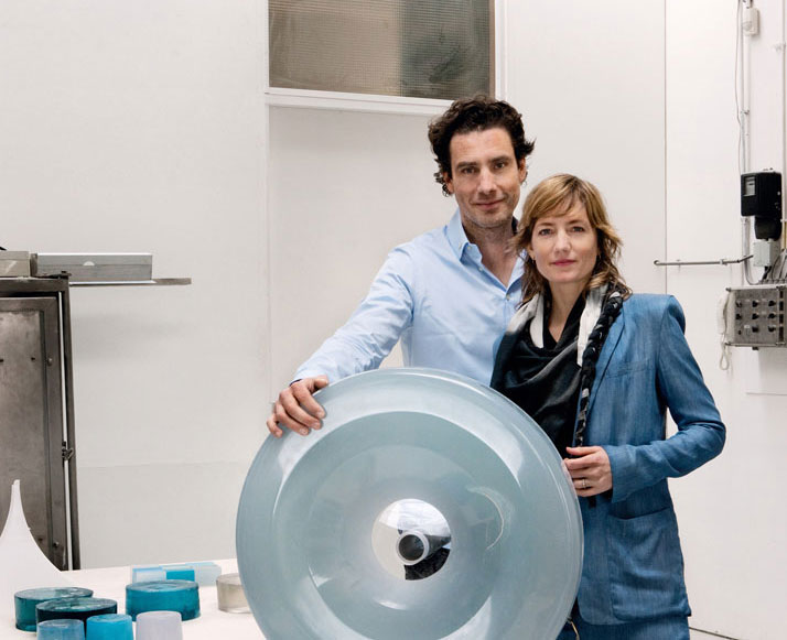 Stefan Scholten and Carole Baijings with the wheel for their version of the Mini, Colour One