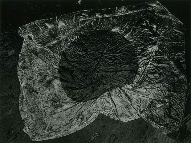 Kikuji Kawada  The Japanese National Flag, Tokyo 1965 From the series The Map © Kikuji Kawada. Courtesy Michael Hoppen Gallery and Photo Gallery International