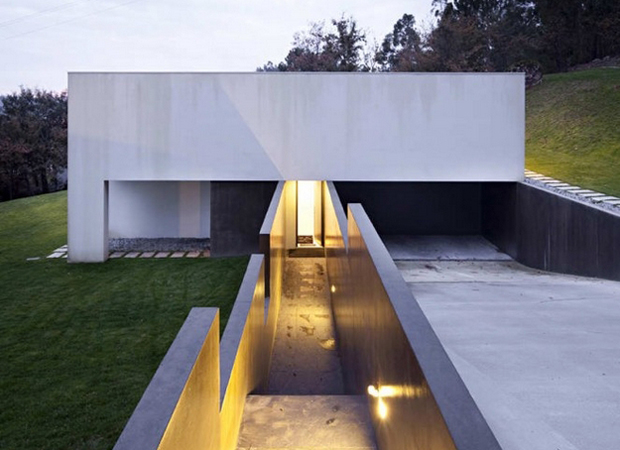 Rui Grazina\u0027s recently completed Private House in Barcelos Portugal : minimal-house-architecture - designwebi.com