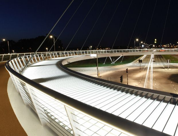 Dutch cyclists get floating flyover
