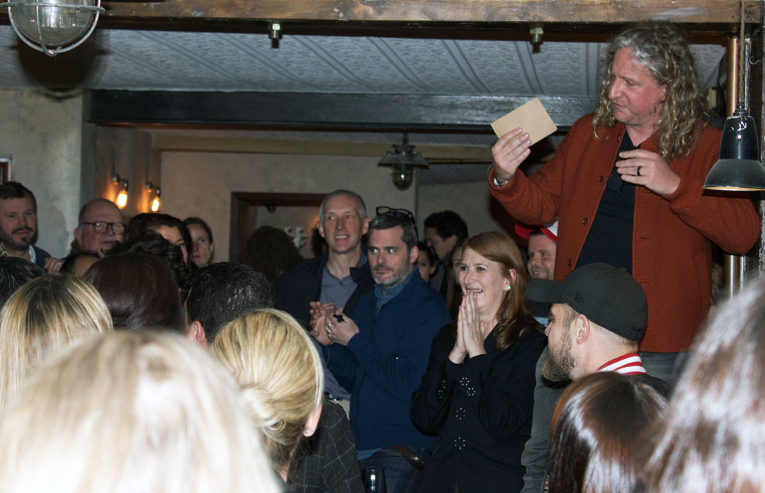 Joe Warwick makes his speech - photo Bonnie Beadle