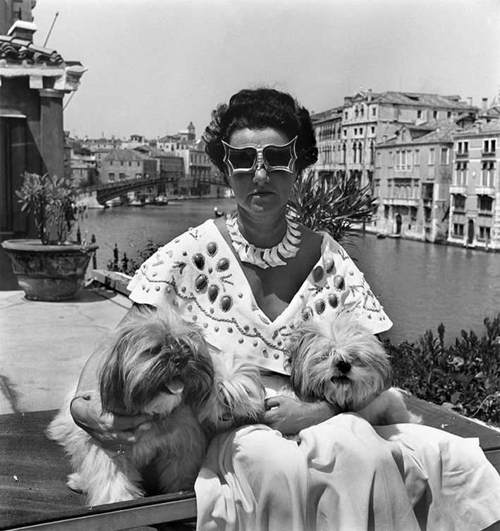 Mrs Peggy Guggenheim in her palace on the Grand Canal. 1950. Venice. Italy © David Seymour / Magnum Photos