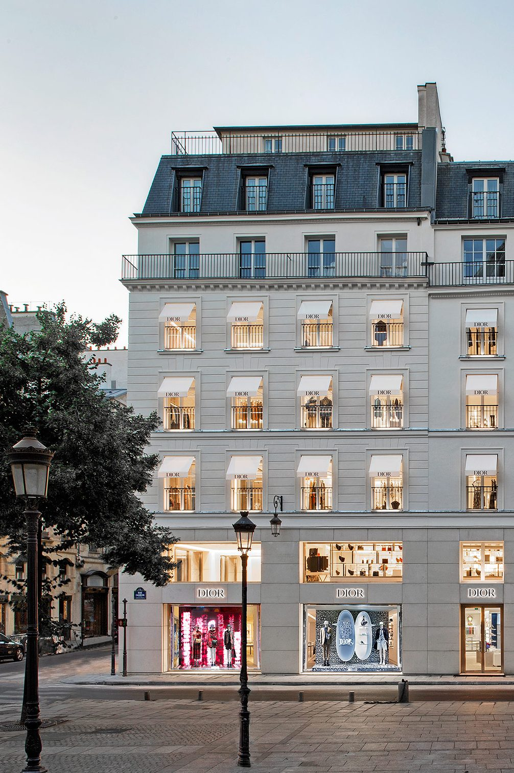 Ready for retail therapy again? Peter Marino's new Dior store in Paris is a beautiful place to start!