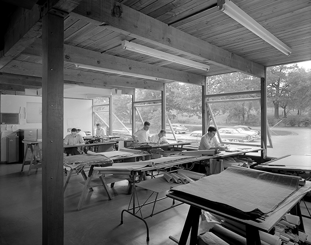 Saarinen Office, Bloomfield Hills, Michigan, 1952. Photo: Ezra Stoller, Esto.
