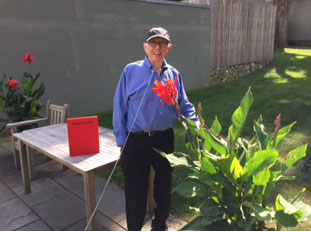 Ellsworth Kelly with the new book, in his garden, Spencertown, NY, 2015
