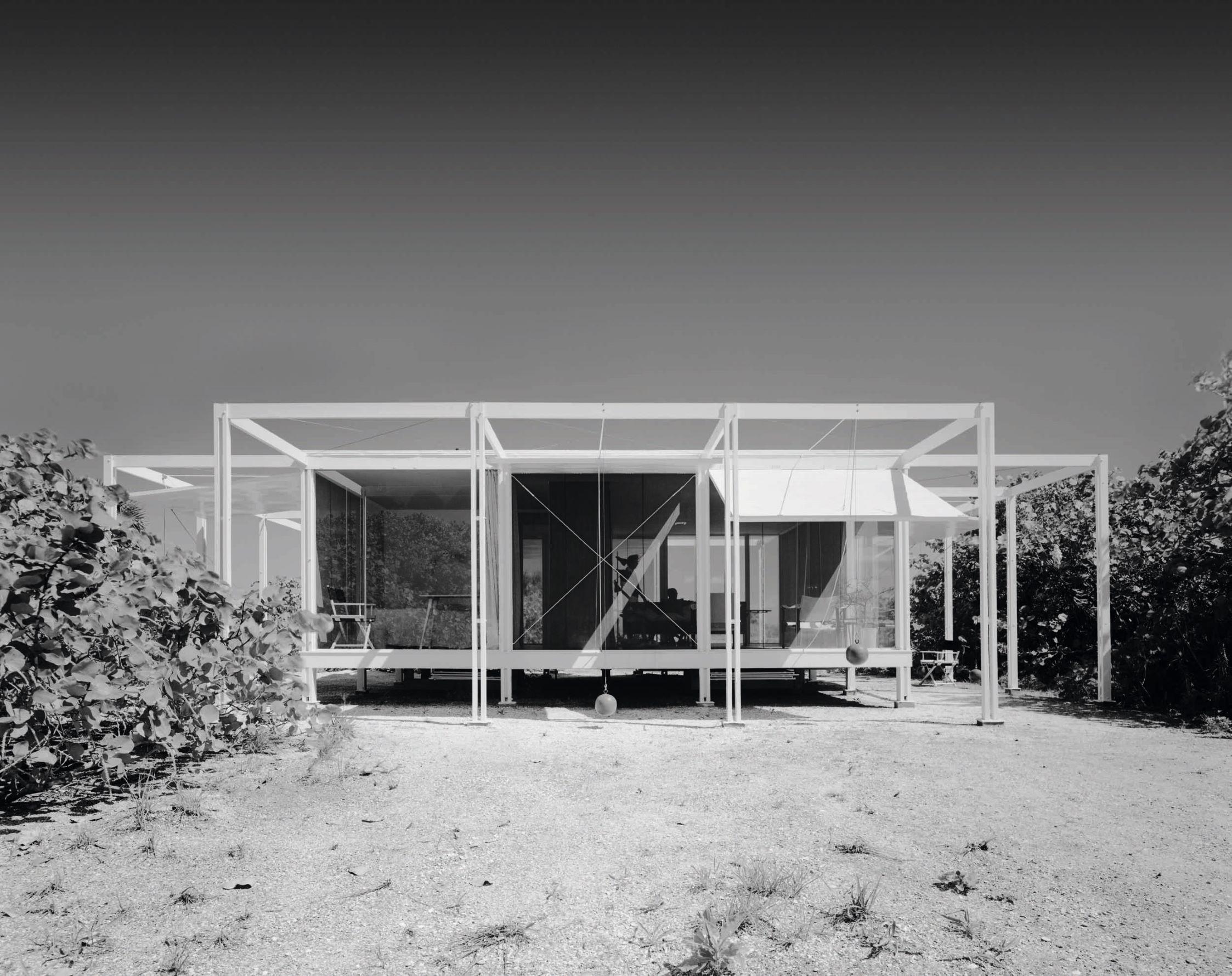 The Walker Guest House by Paul Rudolph,(1953) Sanibel Island, FL 1953, Ezra Stoller/Esto. All images © Ezra Stroller/ESTO Archive, courtesy of Sotheby's