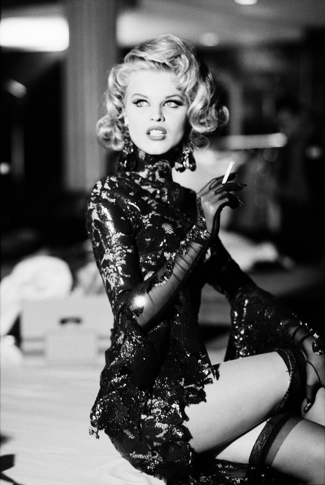 Ellen von Unwerth, Eva Herzigová, behind the scenes at the Thierry Mugler fashion show, Paris, 1992. Photo : © Ellen von Unwerth. Outfit: Thierry Mugler, Les Cow-boys collection, prêt-à-porter spring/summer 1992.
