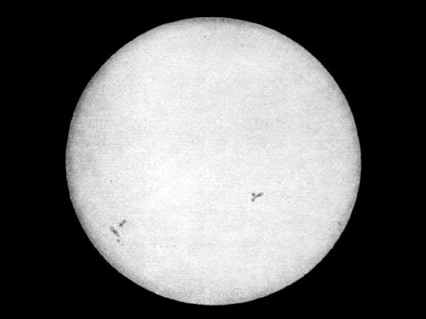 Leon Foucault and Hippolyte-Louis Fizeau, engraving of the first daguerreotype of the Sun, 1845. Public domain. As reproduced in Sun and Moon