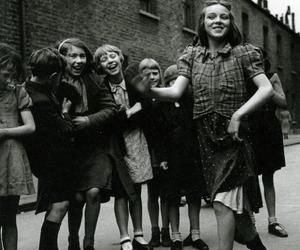 Photos That Changed The World - The Lambeth Walk