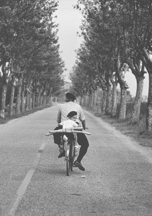 Let Elliott Erwitt take you away to Southern France