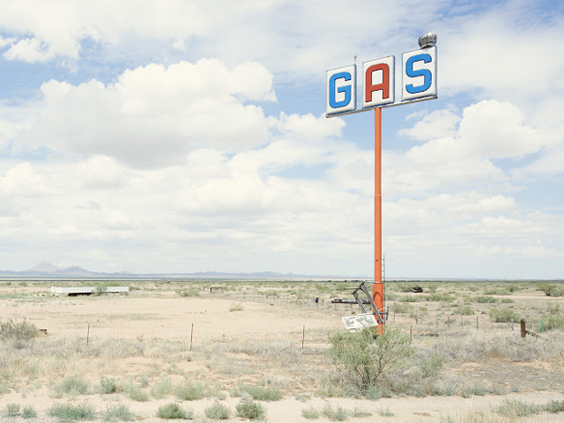 Gas-Station County Road New Mexico - Iñaki Bergera