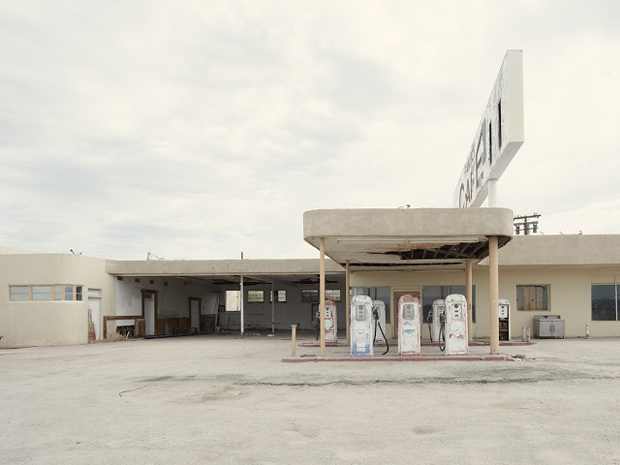 Gas Station Ragsdale Rroad Desert Center California - Iñaki Bergera