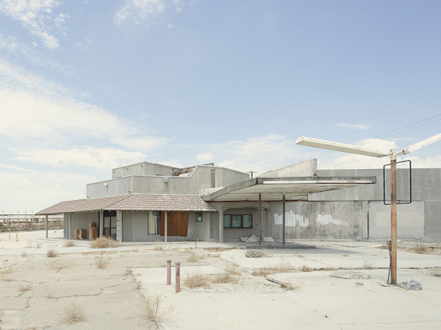 Gas Station, North Indian Canyon Drive, California - Iñaki Bergera