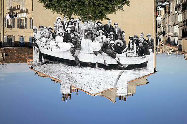 Unframed, a group posing in a boat on the beach, Marseilles, 1930, 2013, 2013©JR-­?ART.NET, Courtesy Galerie Perrotin