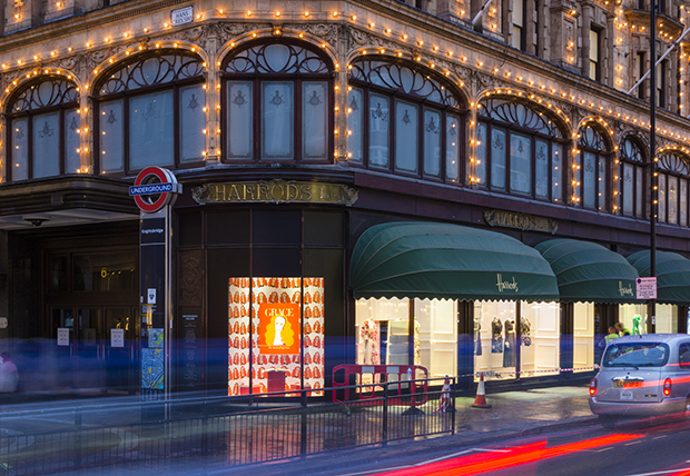 Grace Coddington takes over the Harrods window