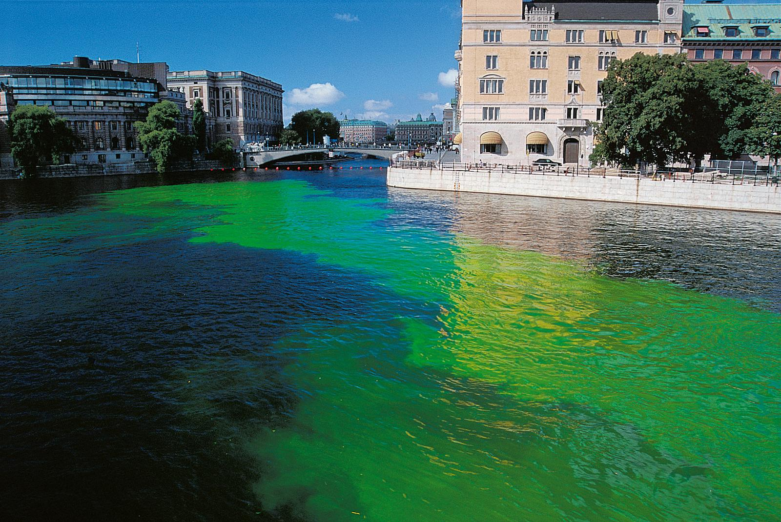 When Olafur Eliasson dyed the rivers green