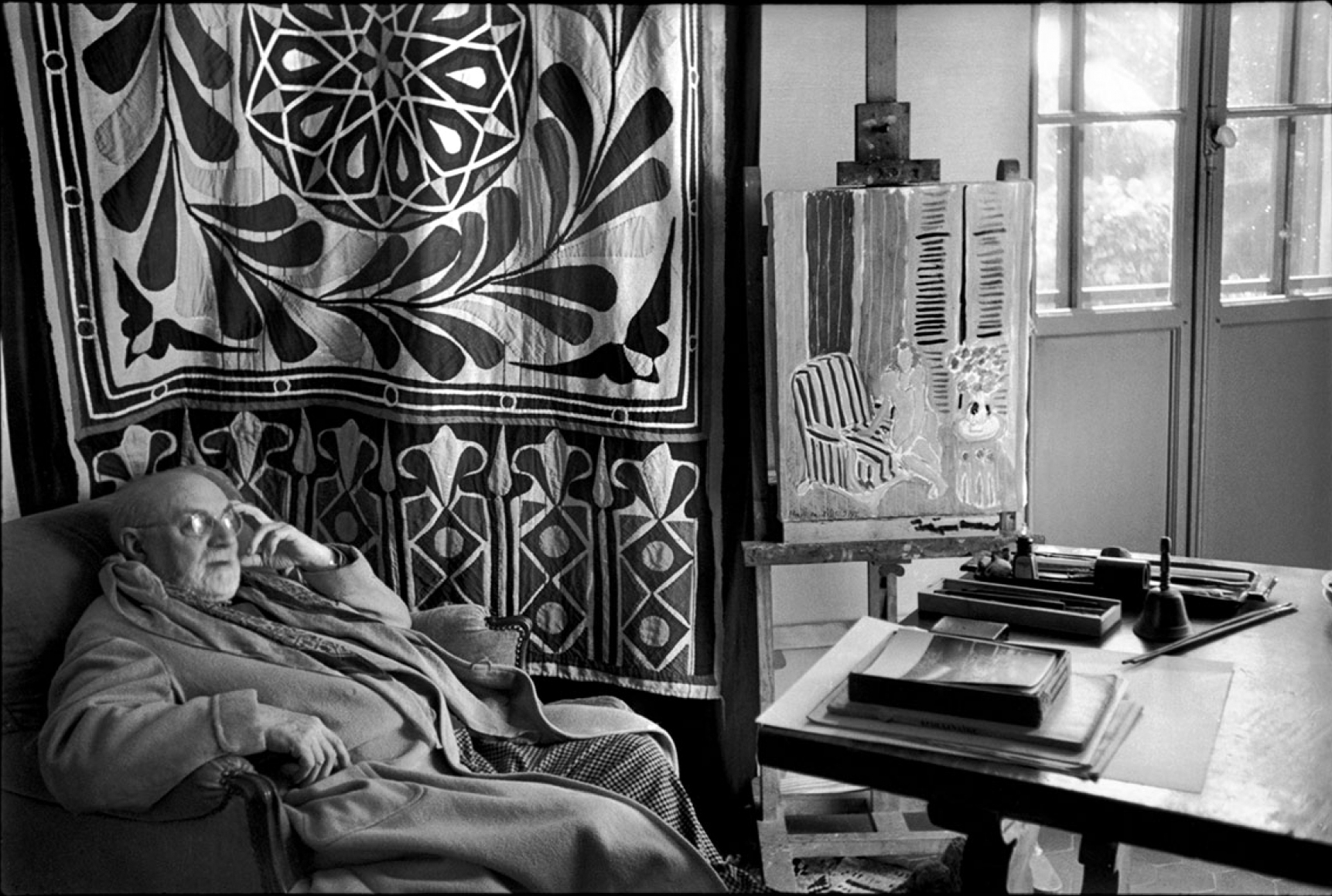 Henri Matisse at home in front of his Egyptian curtain, Villa La Reve, Vence, 1944 © Henri Cartier-Bresson/ Magnum Photos.