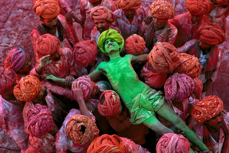 Steve McCurry, Holi Festival (1996), Rajasthan, India