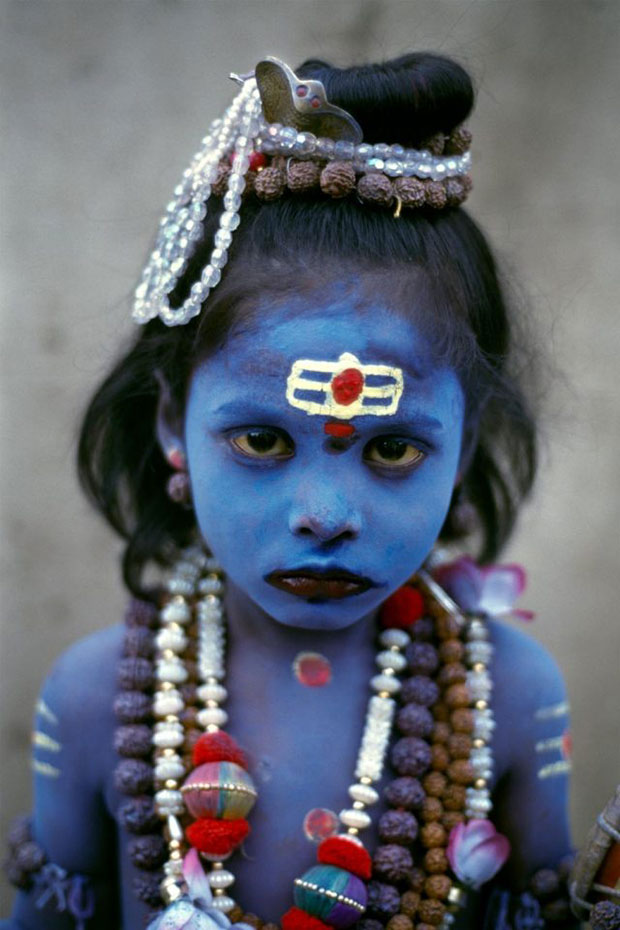 Young Child dressed as Shiva, seeks alms - Steve McCurry from the book India