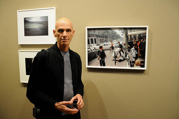 Joel Meyerowitz beside an image shot by him in Paris, in 1967 - photograph by Jill Gewirtz