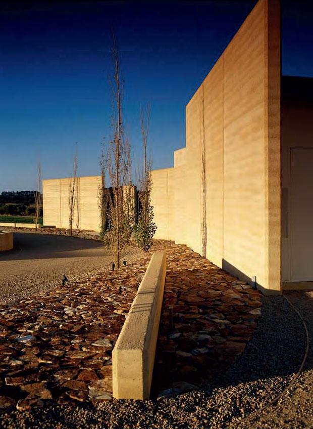 Earth House, Victoria, Australia - Jolson Architects 2003 featured in Elemental Living
