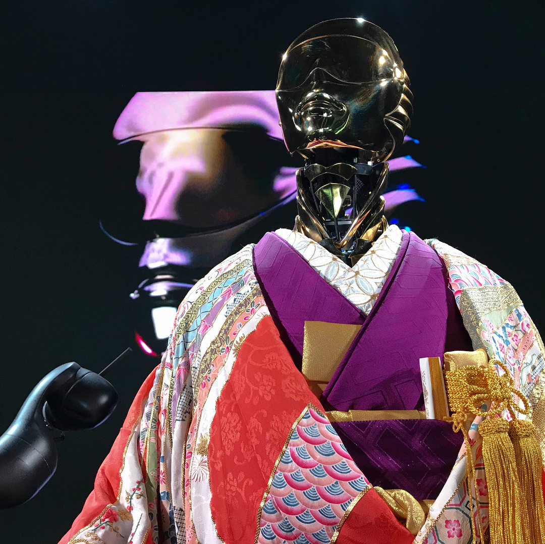 Robots in kimonos! The latest look from Alex de Betak