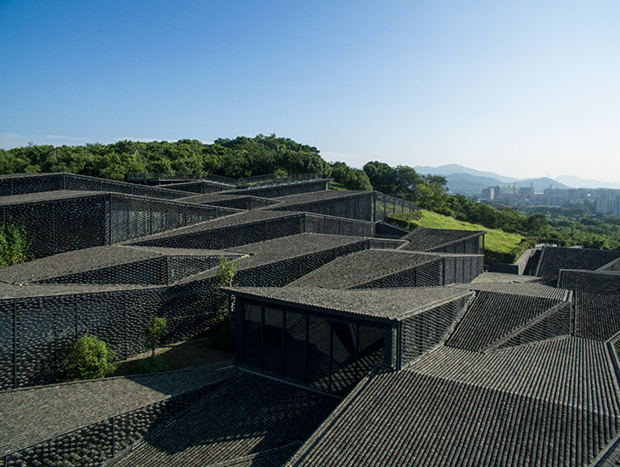 Kengo Kuma plays with topography in China
