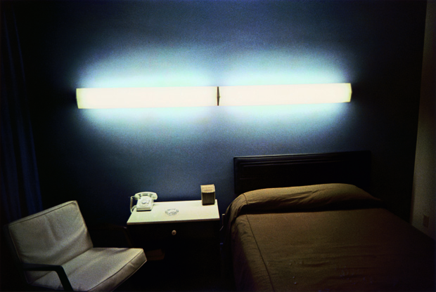 William Eggleston Untitled (Motel Room with Fluorescents), from The Los Alamos-Portfolio, 1965-1968, Dye-transfer-print, © Eggleston Artistic Trust, Courtesy Cheim & Read, New York / Sammlung Museum Folkwang, Essen. From Room Service
