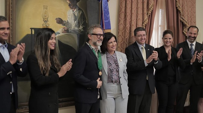Massimo Bottura (centre left) and the Dominican Republic's Vice President Margarita Cedeño de Fernández (centre right) pose for photographs immediately after awarding Bottura his Bien por Ti, or Good for You medal. Image courtesy of the Vice President's Instagram
