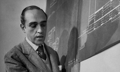 Oscar Niemeyer outlining his designs for the UN