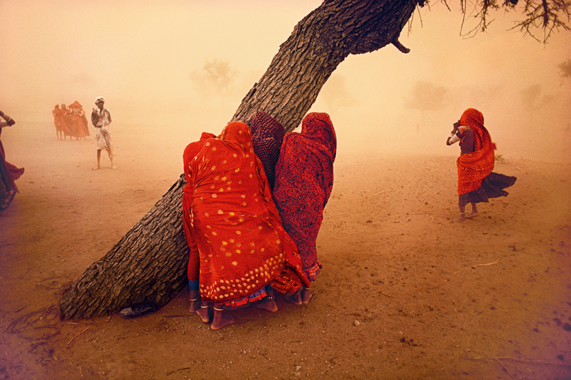 Steve McCurry, Dust storm (1983), Rajasthan, India