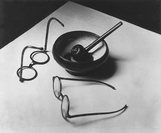 Mondrian's Pipe and Glasses, Paris 1926 - Andre Kertesz