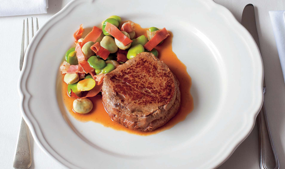 Fillet of beef with broad beans