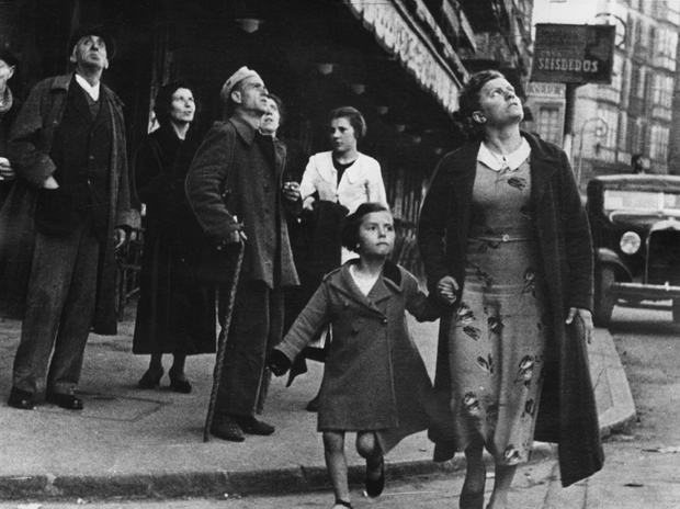 Robert Capa. Crowds running for shelter after an air-raid alarm sounded, Bilbao, Spain, May, 1937