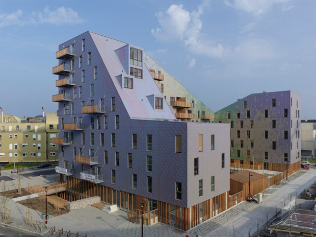 The housing complex inspired by a roller coaster