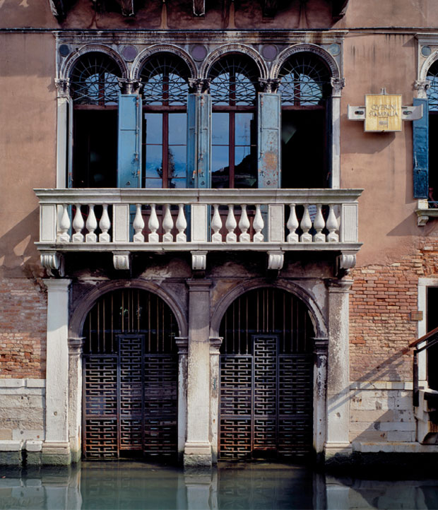 Carlo Scarpa, Fondazione Querini Stampalia Renovations Northern Canal Façade with new steel double gates